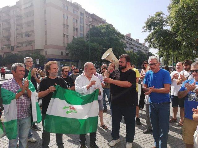 El secretario general del Sindicato Andaluz de Trabajadores (SAT), Óscar Reina, junto al histórico dirigente de este sindicato Diego Cañamero