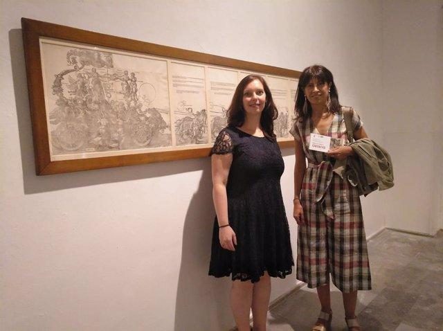La comisaria de la muestra y vicedirectora del Fugger und Welser Erlebnismuseum, Katharina Dehner, y la concejal de Cultura y Turismo, Ana Redondo, en la presentación de la muestra 'Durero. El artista y su tiempo', en el Patio Herreriano.