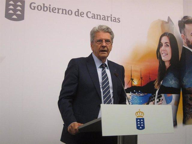 Julio Pérez, consejero de Justicia y portavoz del Gobierno de Canarias, en rueda de prensa