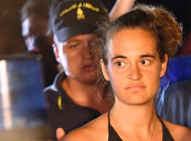 La capitana del 'Sea Watch 3', Carola Rackete, tras ser detenida en Lampedusa