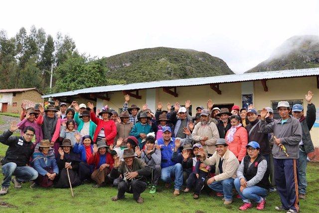 Comunidad andina de Huaccasa, actuación de Madre Coraje, integrante de la Coordinadora Andaluza de ONGD (Caongd).