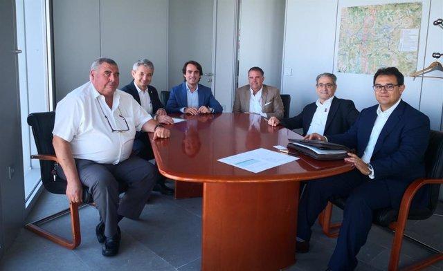 Reunión de la directiva de la Federación de Transportistas de Andalucía (Fedintra) con el director general de Movilidad de la Junta, Mario Muñoz-Atanet.