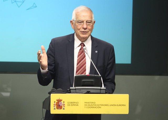 El ministro de Asuntos Exteriores, Unión Europea y Cooperación en funciones, Josep Borrell en rueda de prensa tras su reunión con su homólogo austríaco en el Palacio de Viana.