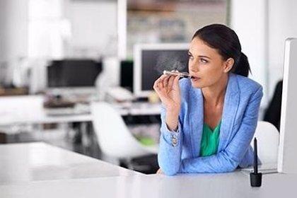 Los cigarrillos electrónicos podrían afectar a la fertilidad de las mujeres