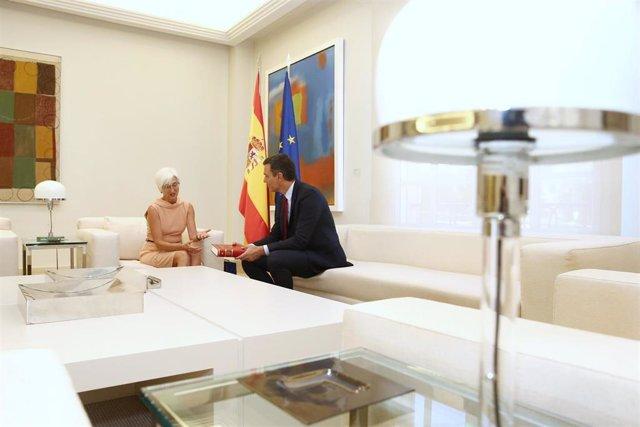 Pedro Sánchez recibe en La Moncloa a la fiscal general del Estado, María José Segarra