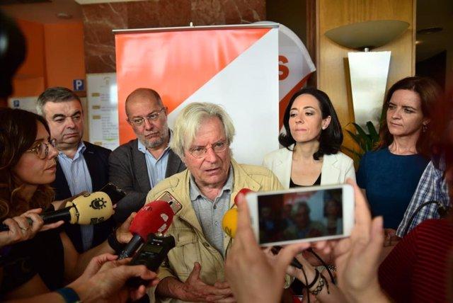 El candidato al Parlamento Europeo, Javier Nart, junto a Francisco Igea, candidato a las Cortes, y Ruth Morales, candidata a la alcaldía de Ponferrada