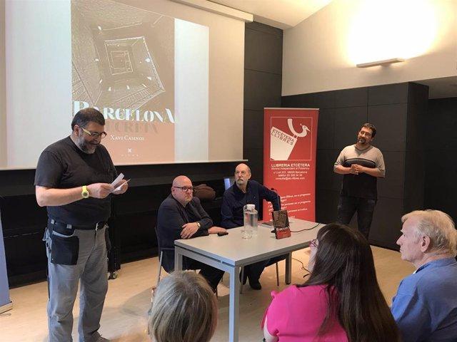 Xavier Casinos presenta 'Barcelona secreta' en la biblioteca de Poblenou-Manuel Arranz