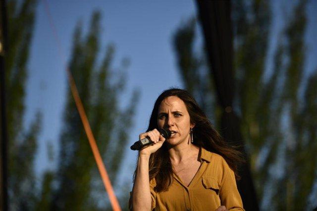 La portavoz Adjunta de Podemos en el Congreso, Ione Belarra, interviene en el acto de cierre de campaña de Unidas Podemos en Madrid