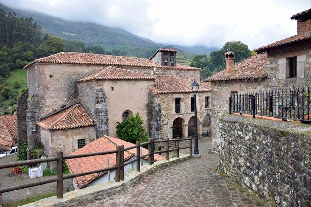 Carmona. Pueblo. Rural. Turismo. Vacaciones. Escapadas. Viajes. Cantabria.Puente