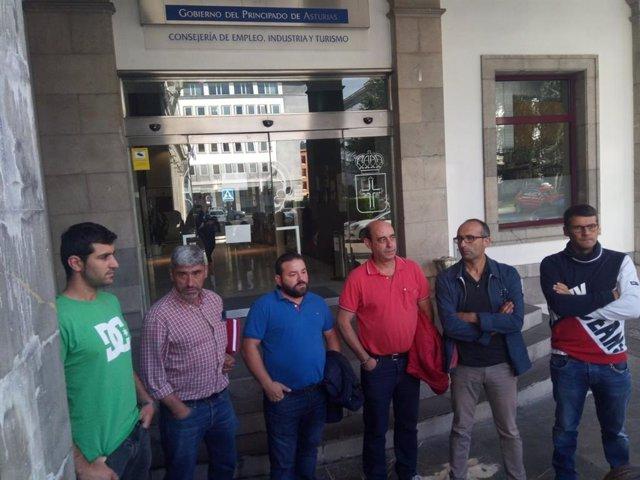 Trabajadores de Vesuvius y representantes de CCOO