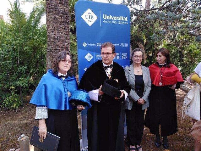 El rector de la UIB, Llorenç Huguet, en atención a los medios.