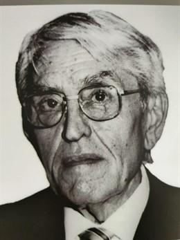 El fallecido Carlos Devesa, toda una institución en la Universidad de Valladolid y en la antigua Fasa-Renault, donde fue el primer director de la factoría.