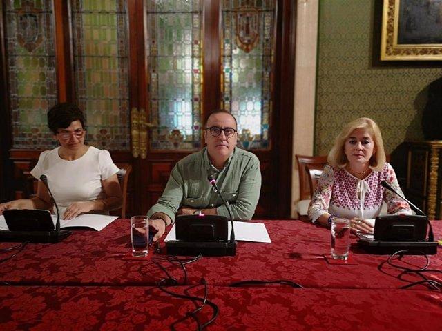 El responsable municipal de Comercio de Sevilla, Francisco Javier Páez (PSOE), durante la rueda de prensa