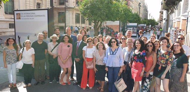 Inauguración de la muestra fotográfica en Constitución con motivo del Día de la Persona Cooperante