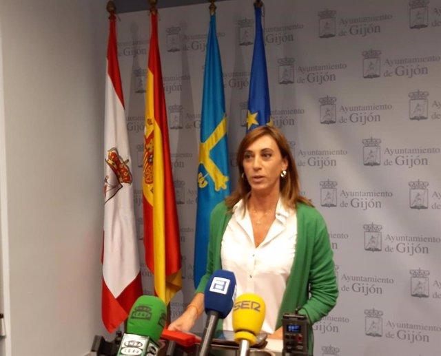 La concejala de Ciudadanos en Gijón, Ana Isabel Menéndez, en rueda de prensa en el Ayuntamiento