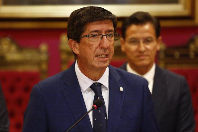 El vicepresidente de la Junta, Juan Marín, en presencia del alcalde de Granada, Luis Salvador, en una imagen de archivo.