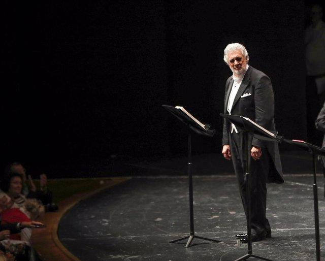 "25 August 2019, Austria, Salzburg: Spanish opera singer Placido Domingo practices during the performance of ""Luisa Miller"" at the Salzburg Music Festival. Photo: Franz Neumayr/APA/dpa"