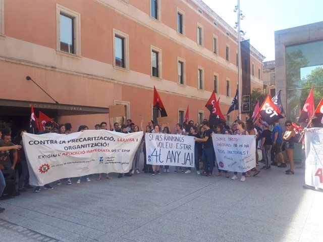 Protestas en el exterior de la UPF