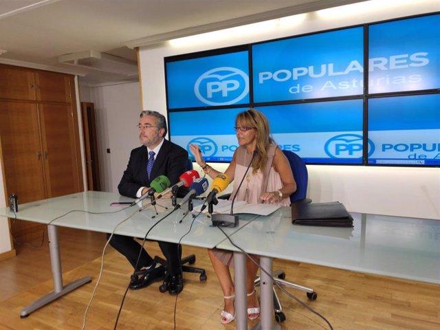 Los diputados del PP en la JGPA, Pablo González, y en el Congreso, Paloma Gázquez, en rueda de prensa