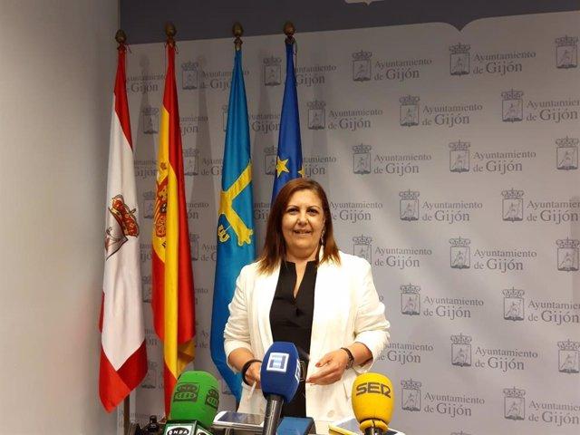 La concejala de Hacienda del Ayuntamiento de Gijón,  Marina Pineda,  en rueda de prensa en el Consistorio
