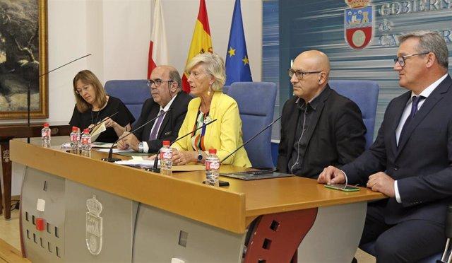 La consejera de Educación, Formación Profesional y Turismo, Marina Lombó, presenta, en rueda de prensa, el curso escolar 2019-2020