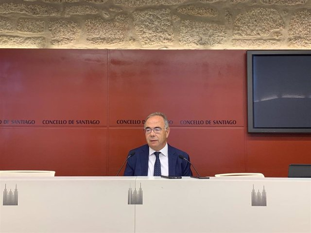 El alcalde de Santiago de Compostela, Xosé A. Sánchez Bugallo, inaugura el curso político