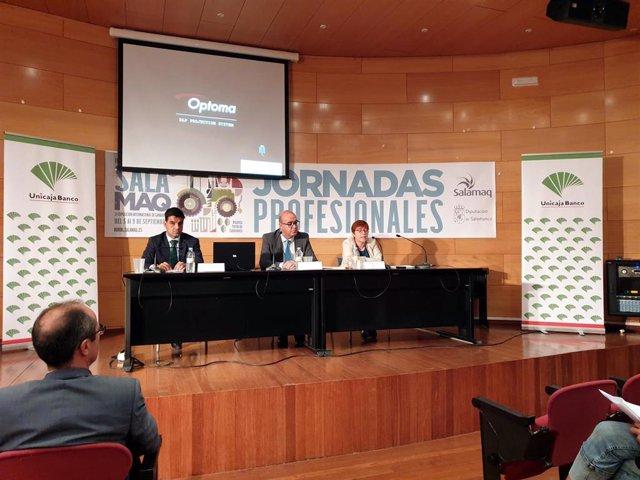 Presentación del  'Informe Anual del Sector Agrario en Castilla y León' en 'Salamaq'.