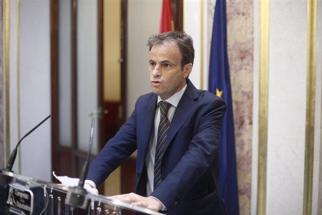 El portaveu d'En Comú Podem al Congrés, Jaume Asens, en roda de premsa després de la segona votació per a la investidura del candidat socialista a la Presidència del Govern, la qual ha resultat fallida.