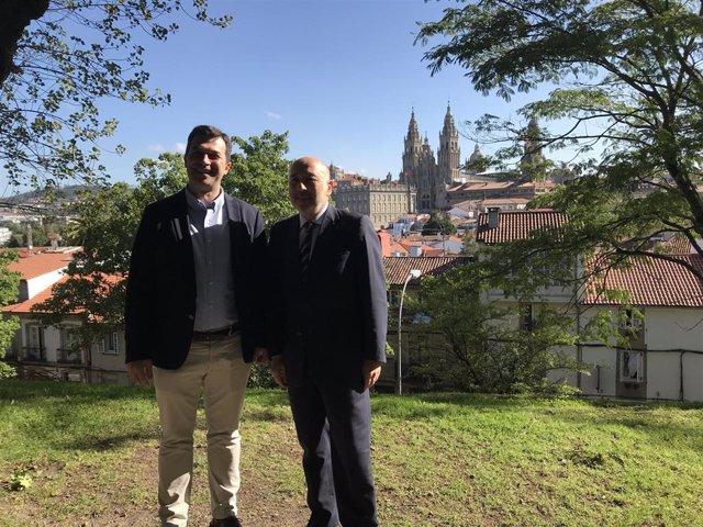 El secretario xeral del PSdeG, Gonzalo Caballero, y el delegado del Gobierno en Galicia, Javier Losada, en la Alameda de Santiago