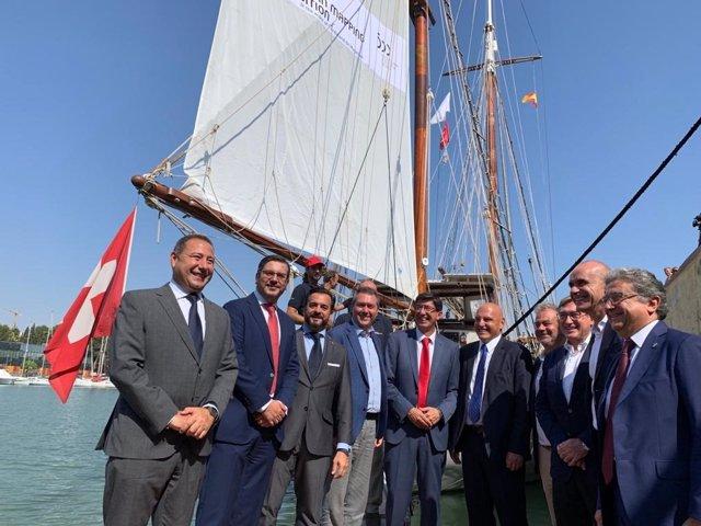 Autoridades recibe a la tripulación del 'Fleur de Passion' este viernes en Sevilla