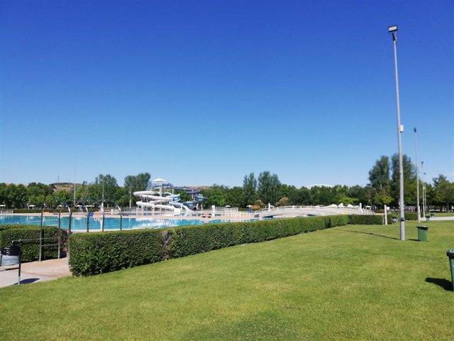 Las piscinas municipales de Las Norias, Varea y El Cortijo cierran temporada, en la que las altas temperaturas han disparado las visitas de abonados y usuarios.