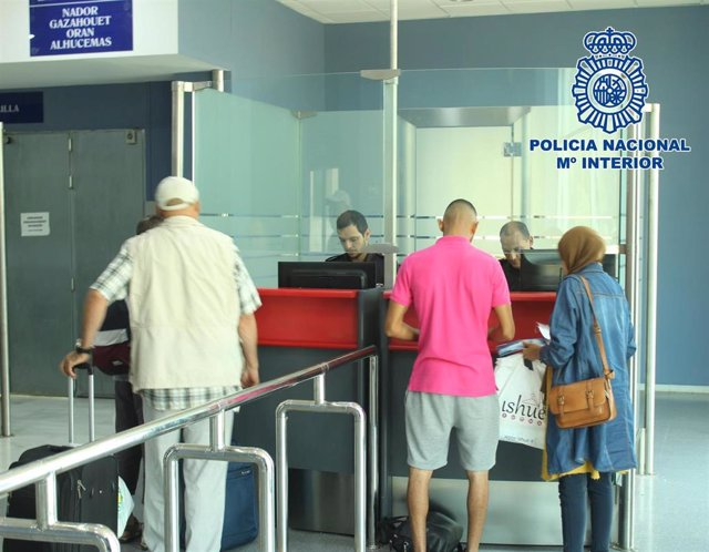 Control de acceso de Policía Nacional en el Puerto de Almería