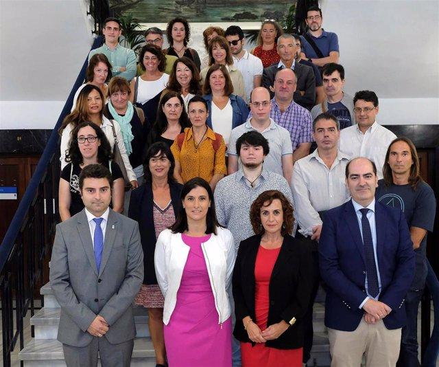 La alcaldesa de Santander, Gema Igual, y la consejera de Empleo, Ana Belén Álvarez en la recepción a trabajadores