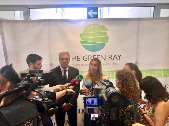 La eurodiputada de Cs Susana Solís, junto al consejero de Economía, visitan el PTA de Málaga.