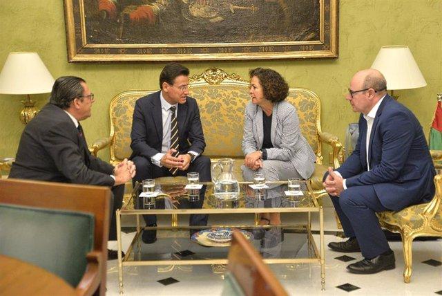 Reunión del alcalde, Luis Salvador, y la rectora de la Universidad de Granada.