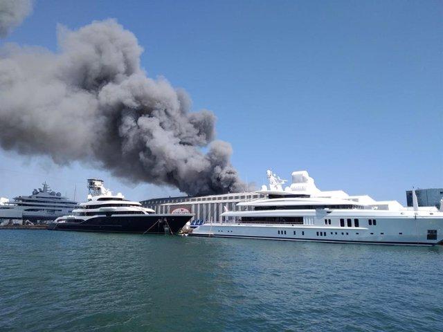 Incendio en el Puerto de Barcelona
