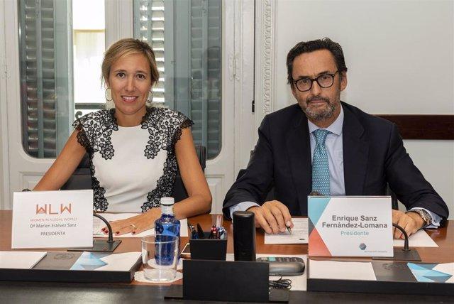 Enrique Sanz Fernández-Lomana, presidente de la Mutualidad de la Abogacía, y Marlen Estévez, presidenta de la asociación 'Woman in a Legal World'