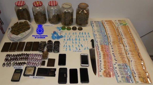 La Policía Nacional ha intervenido distintos objetos y sustancias estupefacientes en el marco de la 'Operación Corleone'