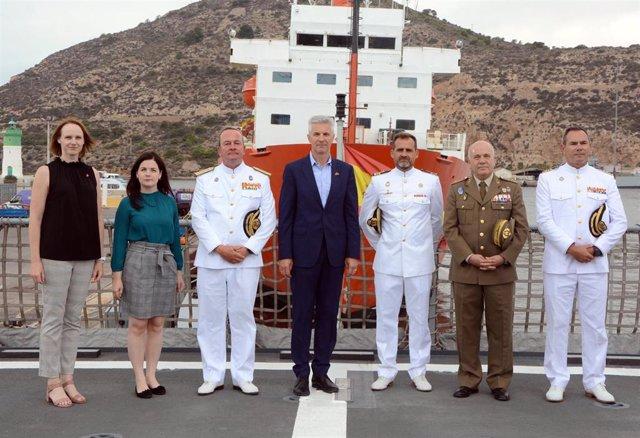 El Viceprimer Ministro y Ministro de la República de Letonia, Artis Pabriks, con motivo de su visita oficial a España, ha realizado este viernes un recorrido a unidades de la Armada en Cartagena