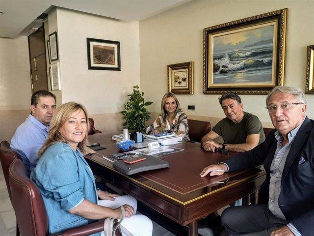 El presidente de la APA se reúne con la alcaldesa de Níjar (Almería)