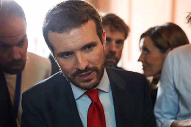 El presidente del PP, Pablo Casado, atiende a los medios de comunicación tras el acto de toma de posesión de la nueva presidenta de la Comunidad de Madrid, Isabel Díaz Ayuso.
