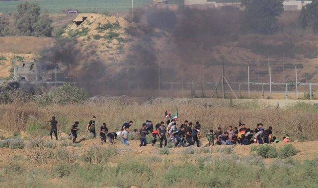 Enfrontaments entre soldats israelians i manifestants palestins a la frontera de la Franja de Gaza (imatge d'arxiu)