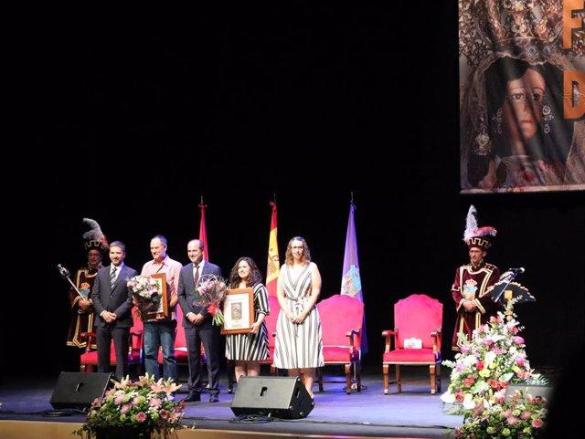 La actriz Laura Galán y el  concursante de televisión Erundino Alonso dan el pregón de las Ferias de Guadalajara.