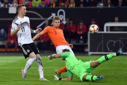 Holanda conquista Alemania y se mete de lleno en la pelea