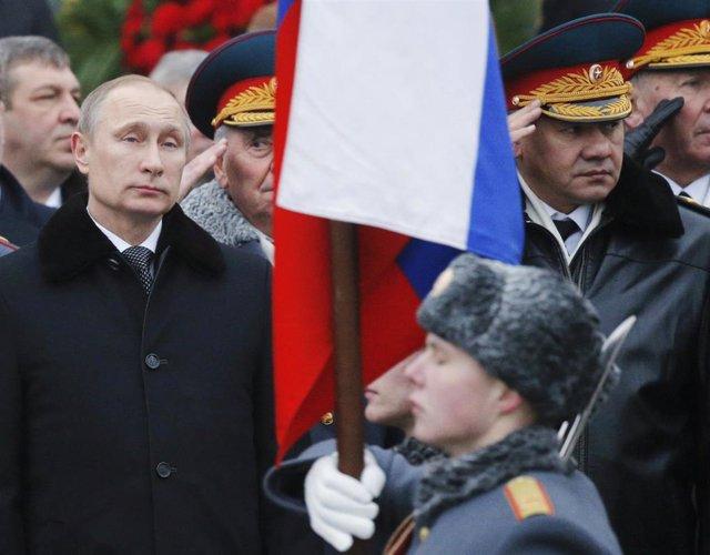 Vladimir Putin y el Ministro de Defensa, Sergei Shoigu