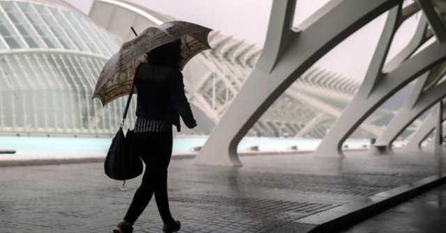 Imagen de lluvia y viento en València