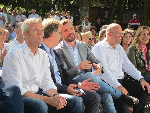 Alfonso Rueda, Alberto Núñez Feijóo y Pablo Casado, en el acto de inicio del curso político del PPdeG en Cerdedo-Cotobade.