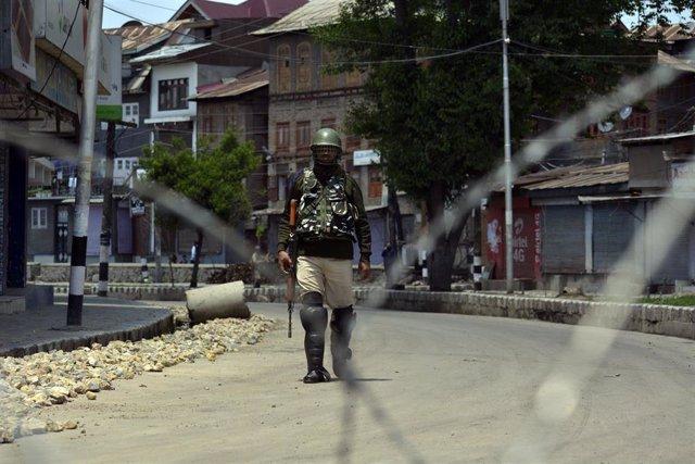Un soldado indio en Cachemira