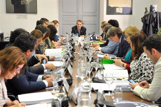 Abel Caballero preside la última reunión de la Junta de Gobierno de la Federació