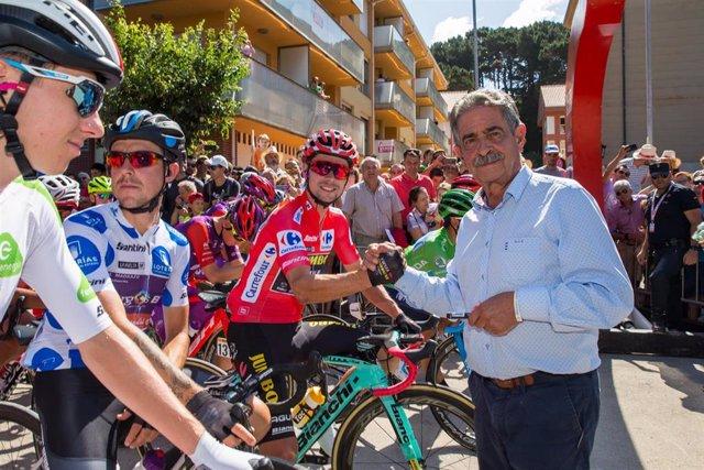 Revilla da la salida al a Vuelta Ciclista
